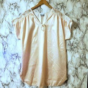 Intimate Encounters nightgown size large